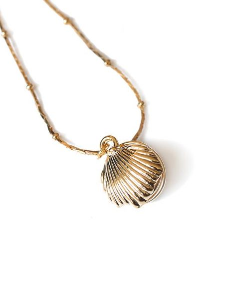 necklaces-natural-pearl-in-shell-pendant-necklace-in-18k-gold-1