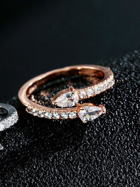 rings-crystal-arrows-open-ring-in-white-gold-1